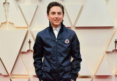 Oscars 2020 : Timothée Chalamet divise ses fans avec une nouvelle tenue originale
