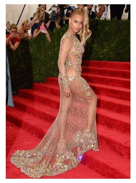Beyonce en robe transparente