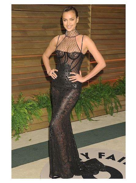 Irina Shayk en robe transparente