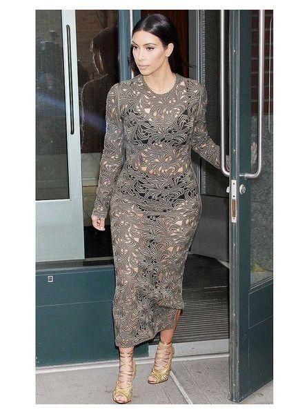 Kim Kardashian en robe transparente