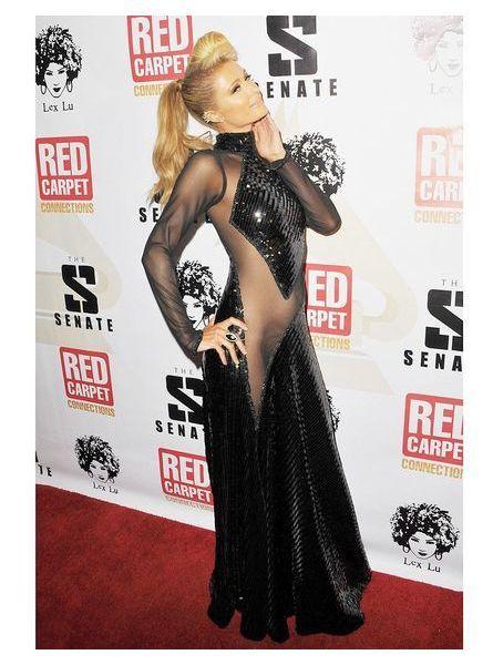 Paris Hilton en robe transparente