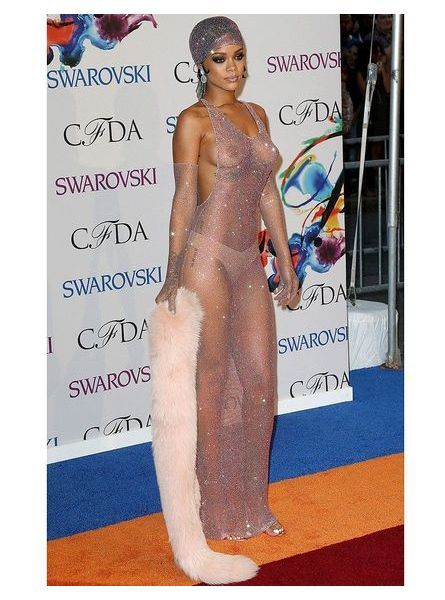 Rihanna en robe transparente