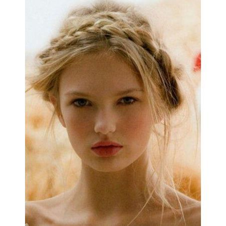 coiffure style romantique 20 coiffures romantiques pas si cucul elle. Black Bedroom Furniture Sets. Home Design Ideas