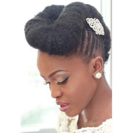 coiffure de mari e chignon r tro les plus jolies coiffures de mari es pour s inspirer elle. Black Bedroom Furniture Sets. Home Design Ideas