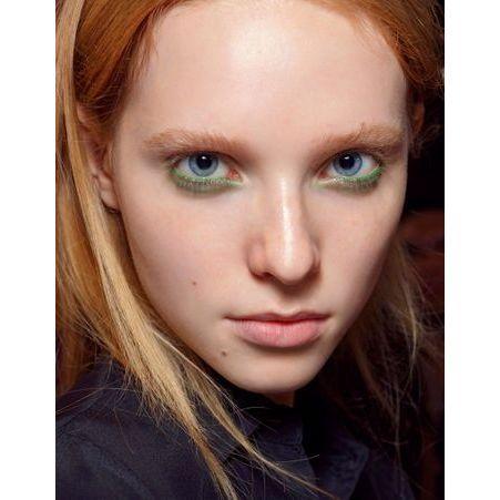 maquillage des yeux bleus mod le comment maquiller des yeux bleus elle. Black Bedroom Furniture Sets. Home Design Ideas