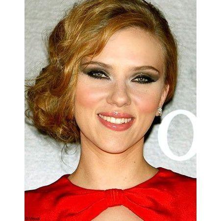 Scarlett johansson les stars adoptent l il charbonneux elle - Scarlett prenom ...