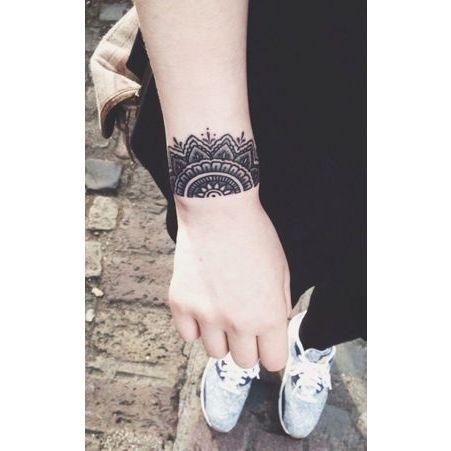 tatouage poignet dentelle tatouage 40 jolies id es pour nos poignets elle. Black Bedroom Furniture Sets. Home Design Ideas