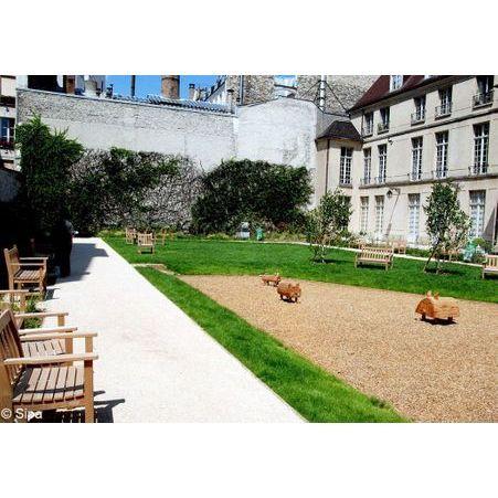 Jardin francs bourgeois rosiers 10 spots originaux pour - Table jardin sans entretien saint paul ...