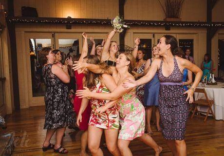 Mariage : 9 lancers de bouquet complètement ratés !