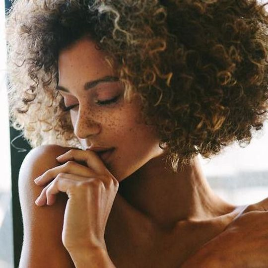 Cheveux afro : 8 soins parfaits pour les sublimer