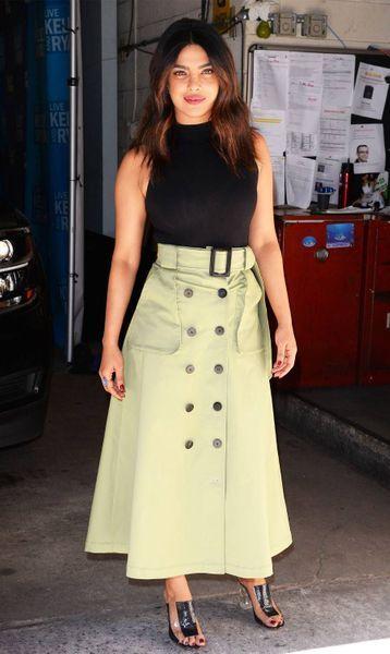 button-khaki-skirts-256092-1524819922114-image.900x0c