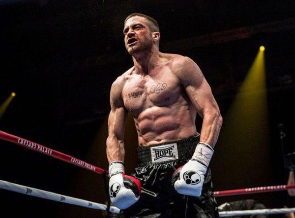 Jake-Gyllenhaal-l-auriez-vous-reconnu-avec-cette-impressionnante-transformation_portrait_w674