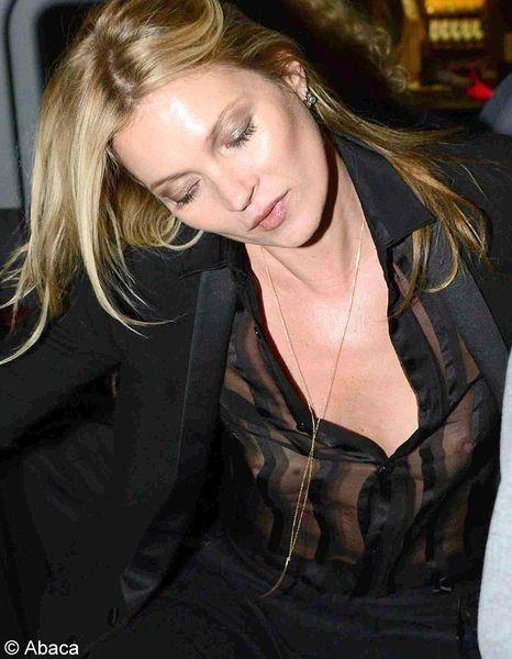 280324792cfb Et les flashs n ont pas oublié de le mettre en avant. A même la peau aussi.  Très à l aise avec son corps, Kate Moss affichait donc très naturellement  sa ...