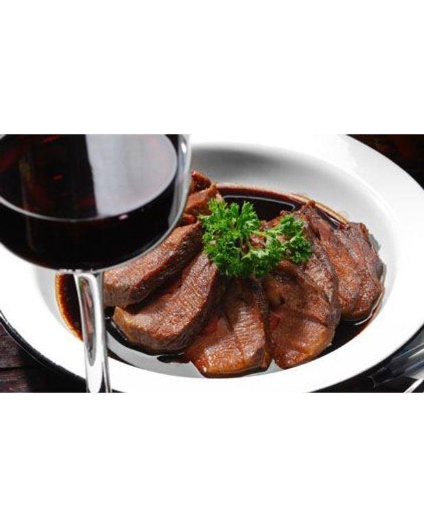 Boeuf au vin rouge pour 4 personnes recettes elle table for Vin rouge cuisine
