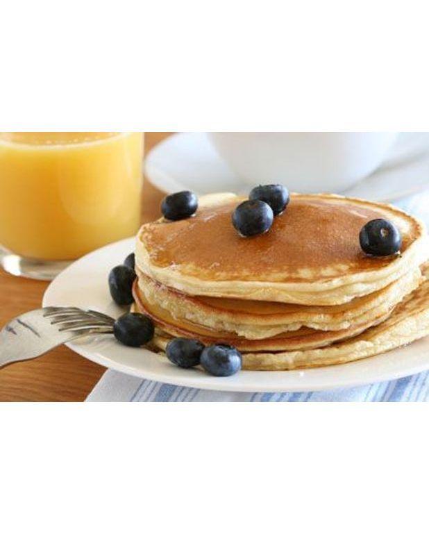 Pancakes aux bleuets pour 8 personnes recettes elle table - Recette pancakes herve cuisine ...