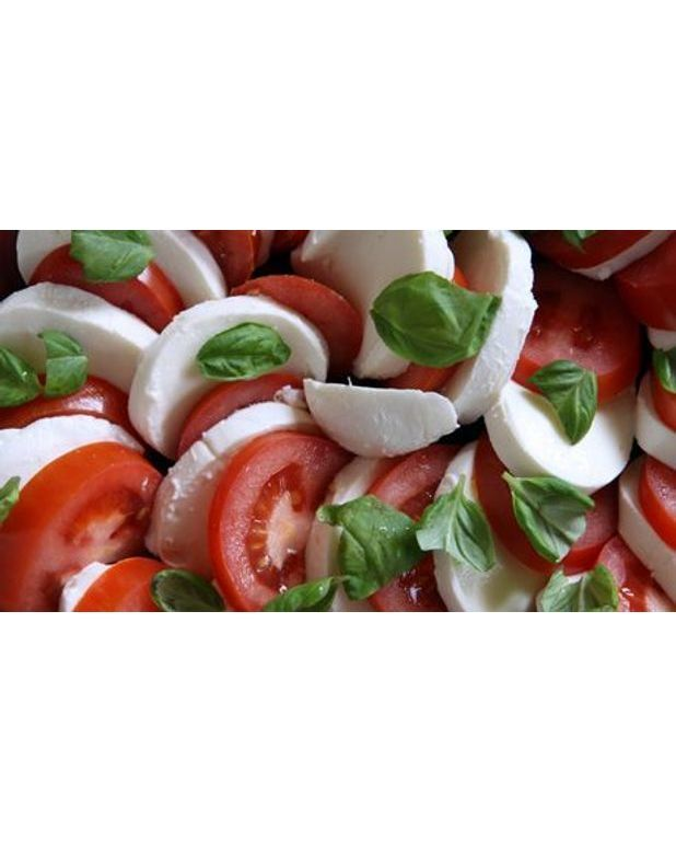 salade tomate mozzarella pour 4 personnes recettes elle table. Black Bedroom Furniture Sets. Home Design Ideas