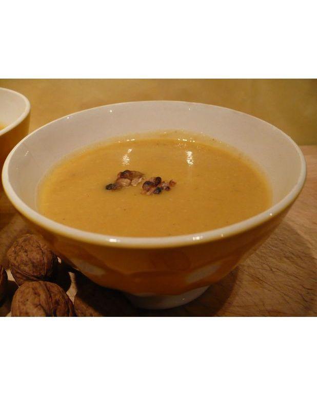 soupe de c leri rave aux noix grill es pour 4 personnes recettes elle table. Black Bedroom Furniture Sets. Home Design Ideas
