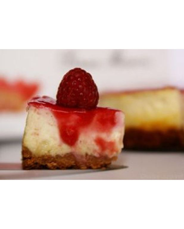 cheesecake aux framboises et chocolat blanc pour 6 personnes recettes elle table. Black Bedroom Furniture Sets. Home Design Ideas
