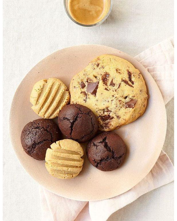 cookies aux p pites de chocolat noir pour 6 personnes recettes elle table. Black Bedroom Furniture Sets. Home Design Ideas