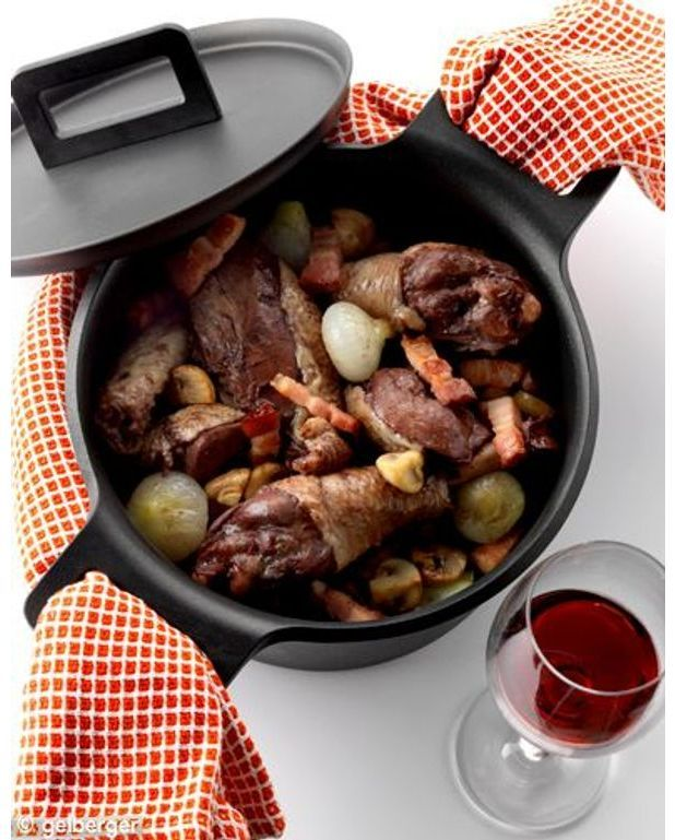 coq au vin pour 6 personnes recettes elle table. Black Bedroom Furniture Sets. Home Design Ideas