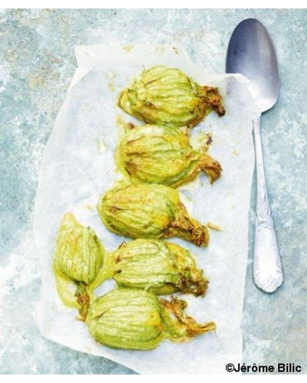 Fleurs de courgettes farcies pour 4 personnes recettes elle table - Fleurs de courgettes au four ...