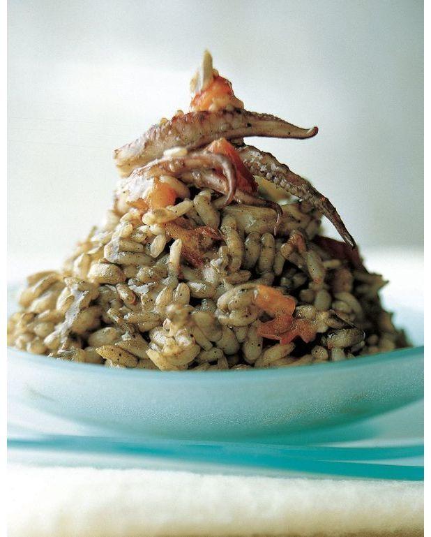paella arroz negro pour 4 personnes recettes elle table. Black Bedroom Furniture Sets. Home Design Ideas