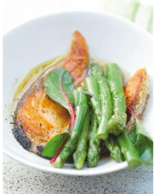 Po l e d 39 asperges et saumon grill au soja pour 6 personnes recettes elle table - Recette asperge verte poelee ...