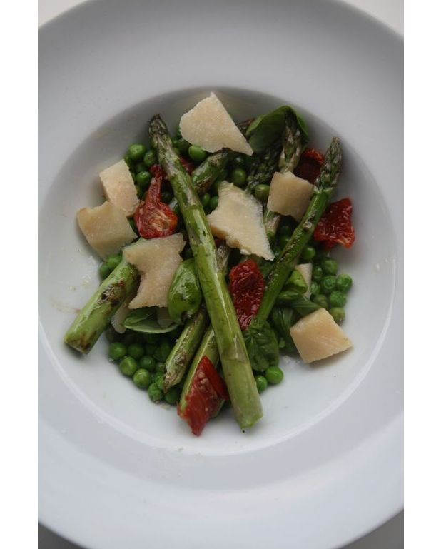 salade petits pois asperges pour 2 personnes recettes elle table. Black Bedroom Furniture Sets. Home Design Ideas