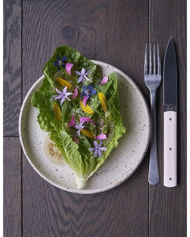 salade verte comt et fleurs pour 4 personnes recettes elle table. Black Bedroom Furniture Sets. Home Design Ideas