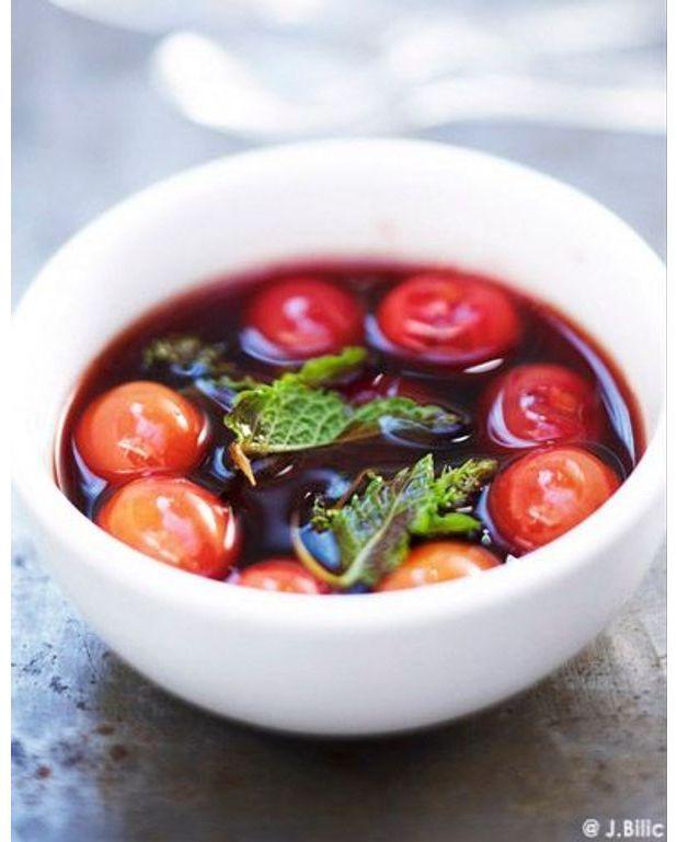 Tapis Salon Bleu Et Blanc : Soupe de fruits au vin rouge pour 1 personne  Recettes Elle à Table
