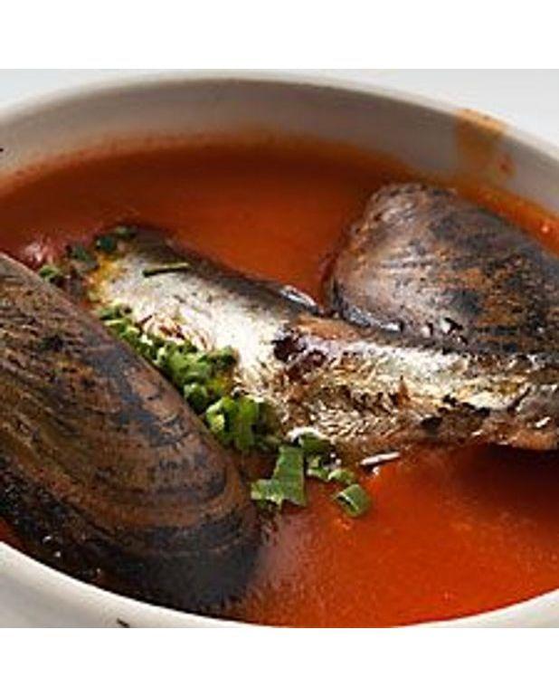 soupe de tomate l espagnole pour 6 personnes recettes elle table. Black Bedroom Furniture Sets. Home Design Ideas