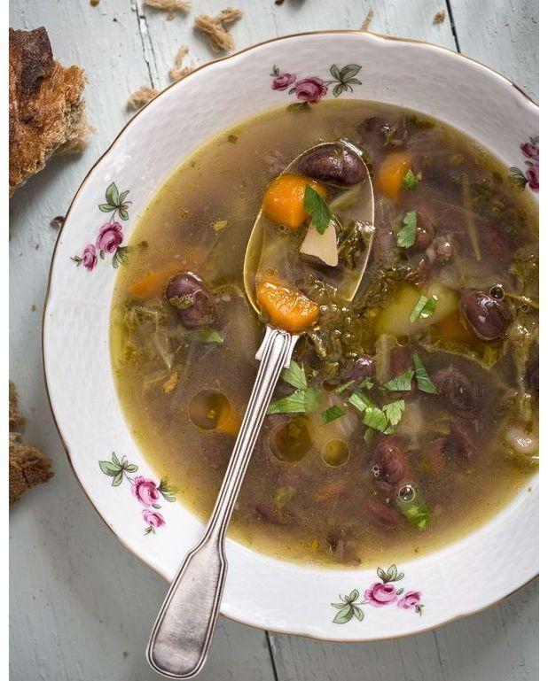 soupe paysanne aux haricots et jambon de bayonne pour 6 personnes recettes elle table. Black Bedroom Furniture Sets. Home Design Ideas