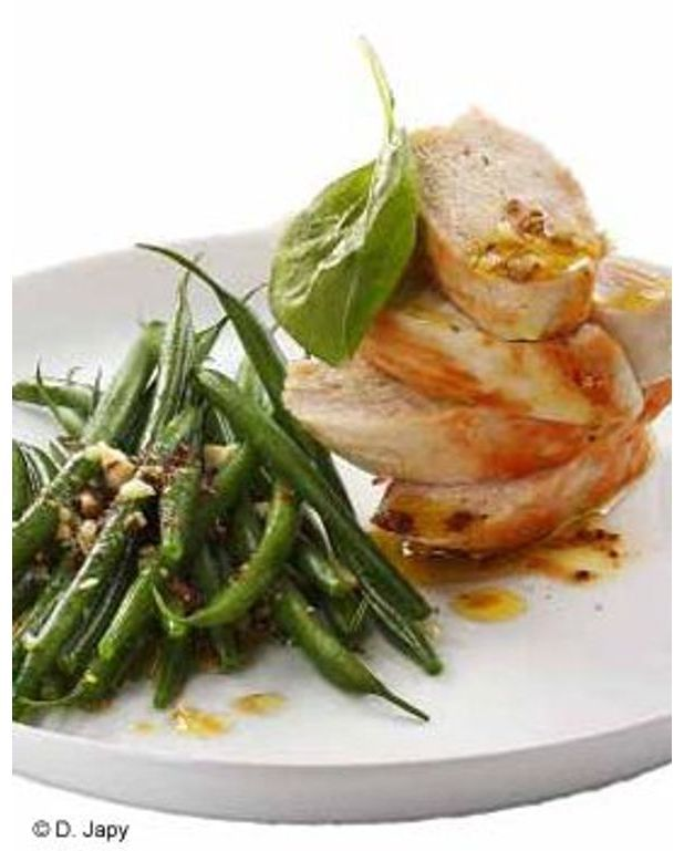 salade de haricots verts poulet noisettes pour 6 personnes recettes elle table. Black Bedroom Furniture Sets. Home Design Ideas