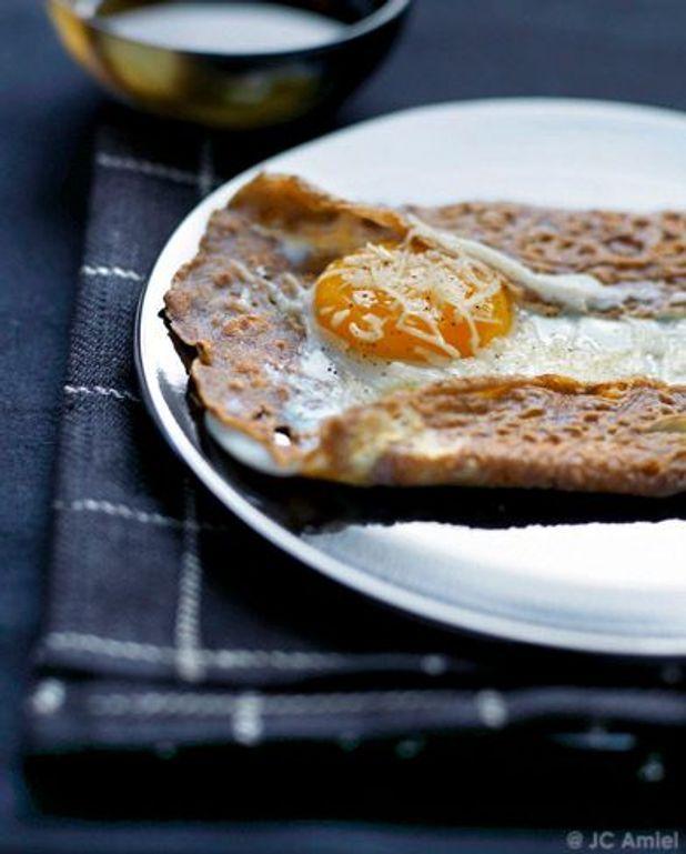 Galettes de sarrasin, œuf miroir et beaufort