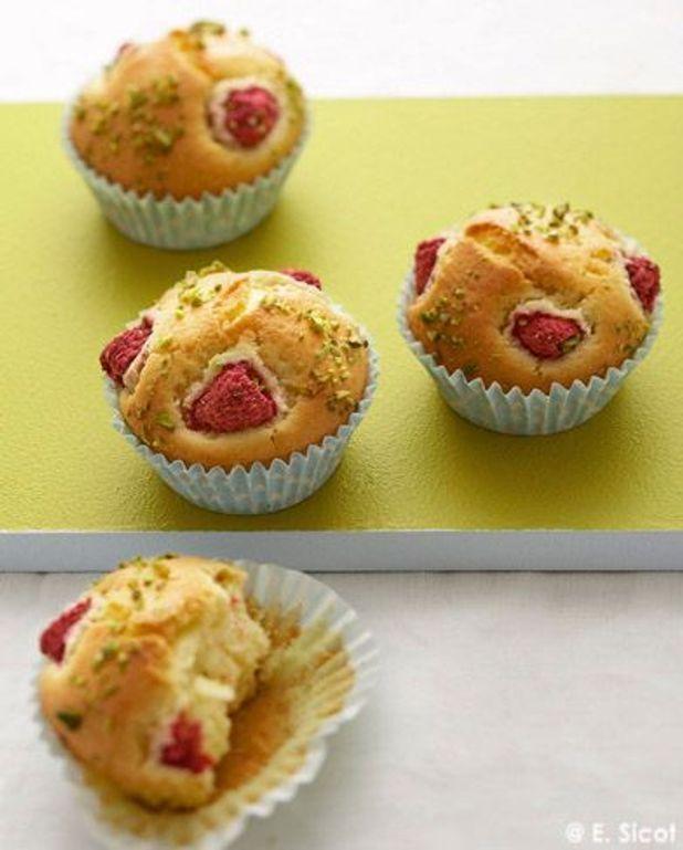 Petits cakes au yaourt de chèvre, framboises et pistaches
