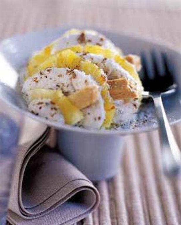 Carpaccio d'ananas à la crème fouettée épicée