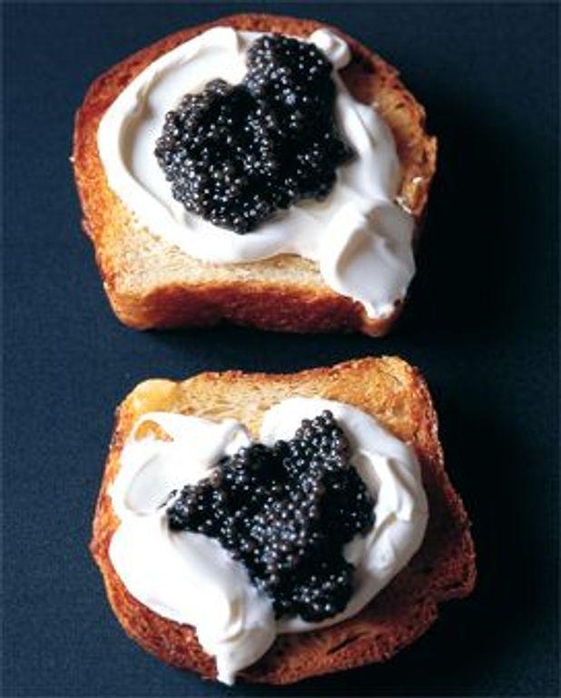 Brioche, caviar, crème fraîche