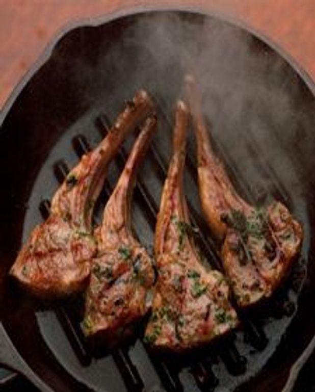 Côtelettes d'agneau à la sauce au persil