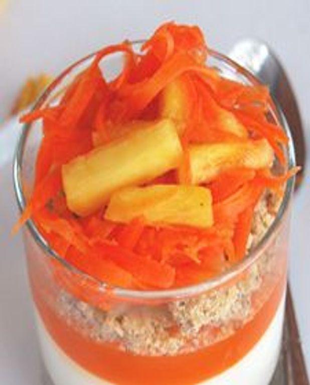 Crème prise au chèvre frais, croustillant aux épices, salade de carotte et ananas
