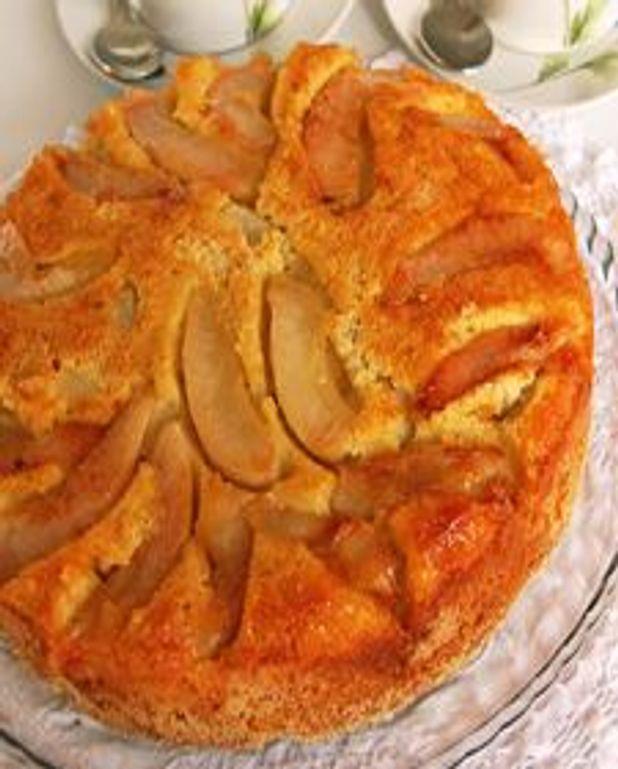 Gâteau aux poires aux parfums de cannelle et de noisettes