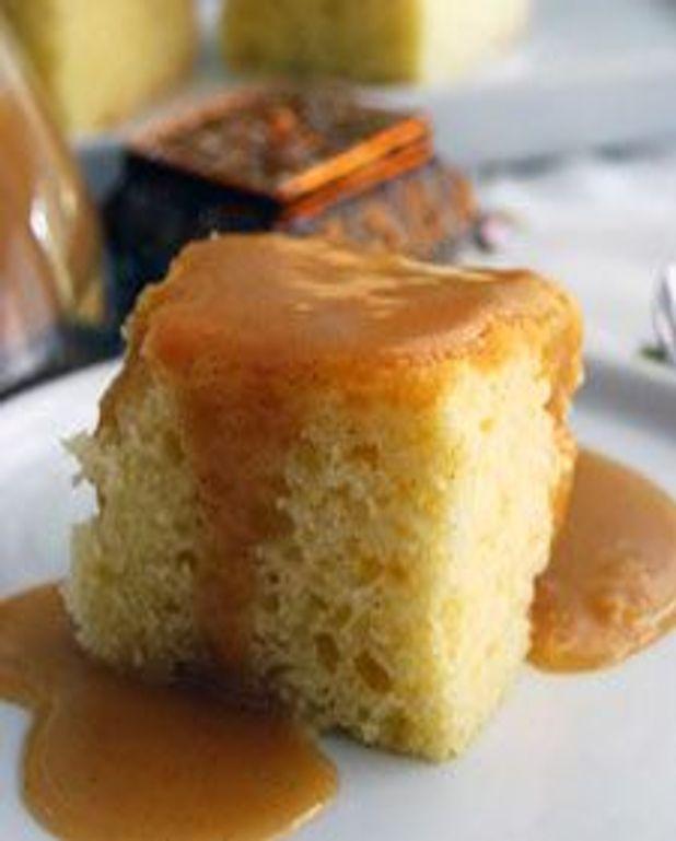 Gâteau doré à la vanille, sauce à la cassonade