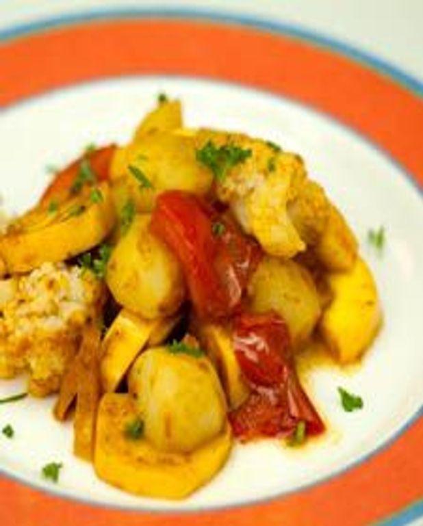 Petit ragoût d'été de légumes épicés