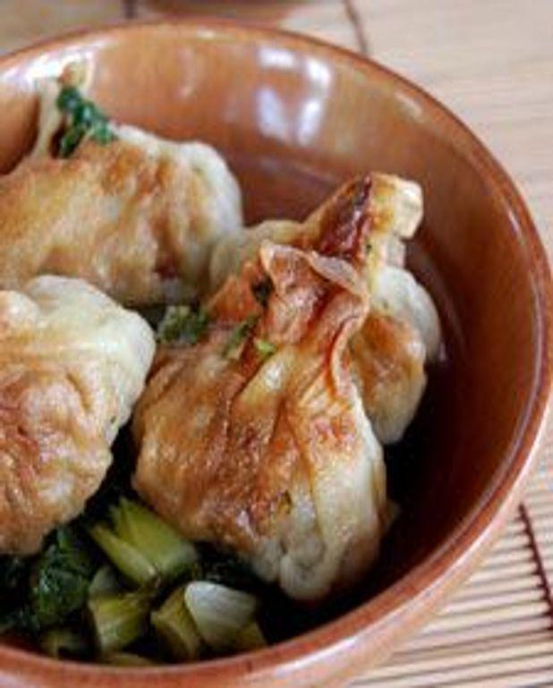 Raviolos poêlés de porc et canard, bok choy et glace de viande