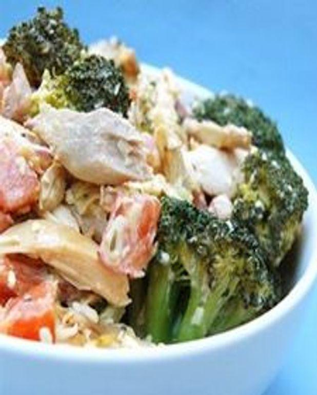 Salade de brocolis croquants aux poulet et cheddar