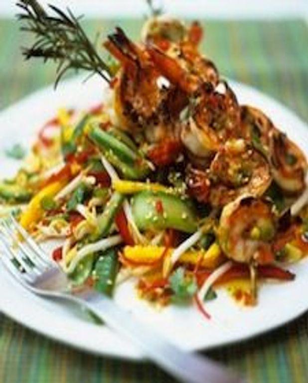 Salade thaïe de mangue et crevettes grillées