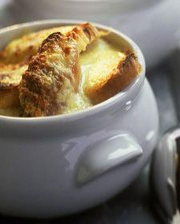 Soupe à l'oignon gratinée au gruyère