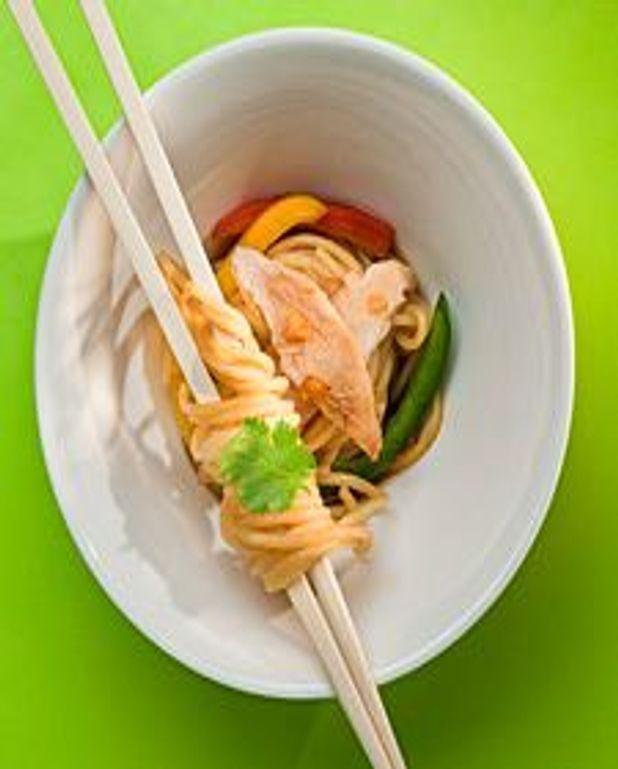Spaghetti au poulet et légumes, sauce soya et miel