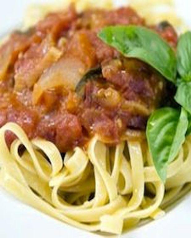 Tagliatelles, sauce aux tomates fraîches