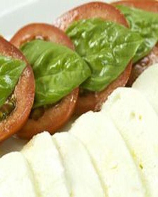 Tomate, mozzarella et pesto