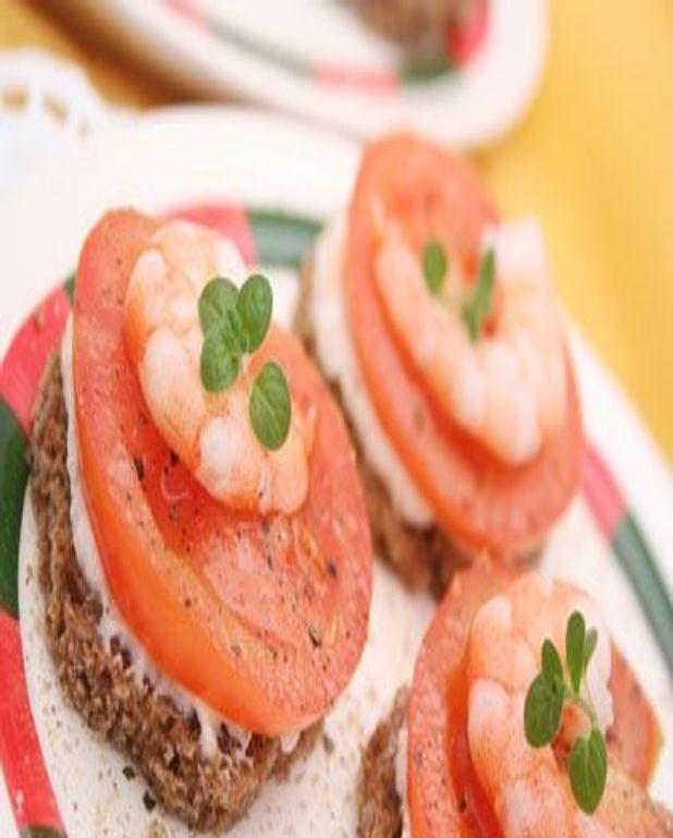 Canapés de tomate et crevette